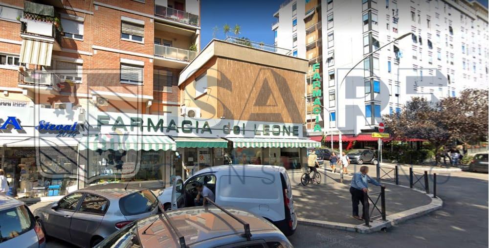 LOCALE CON CANNA FUMARIA